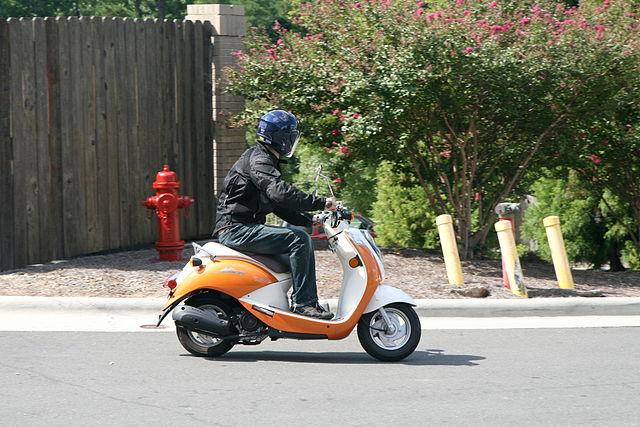 Un scooter en action. Même les scooters peuvent endommager l'audition.