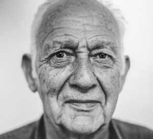 Visage d'un homme âgé